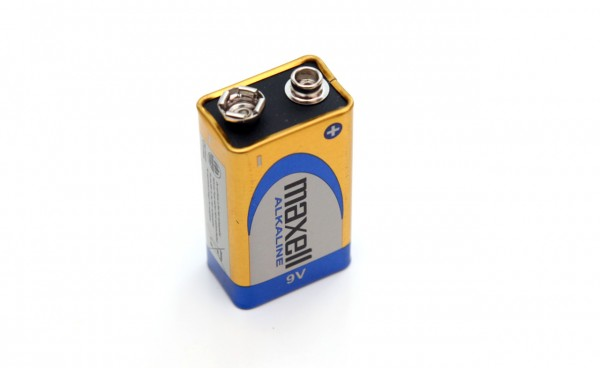 9v-maxell-alkaline-battery