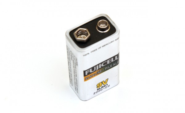 9v-fujicell-alkaline-battery